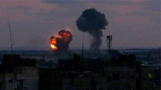 """Israël déclare avoir visé """"des cibles terroristes"""" dans la bande de Gaza."""