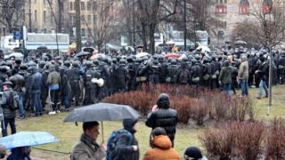 Толпа полиции