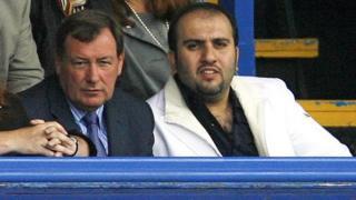 Sulaiman Al Fahim (kanan) memiliki klub sepak bola Portsmouth selama enam minggu pada 2009.
