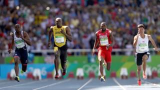 Astro Usain Bolt (2º da esq. para a dir.) disputou eliminatórias neste sábado
