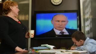 Russians watching President Putin TV broadcast, 17 Apr 14