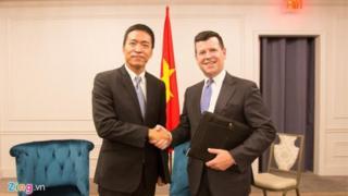 Ông Lê Hồng Minh, Chủ tịch kiêm Tổng giám đốc VNG, và ông Bob McCooey, Phó Chủ tịch Nasdaq