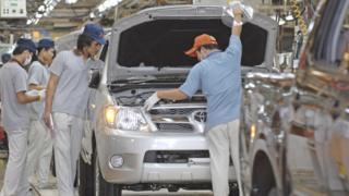တိုယိုတာကုမ္ပဏီဟာ ကမ္ဘာ့နိုင်ငံပေါင်း ၂၇ နိုင်ငံမှာ မော်တော်ကားစက်ရုံတွေကို တည်ဆောက်ထား