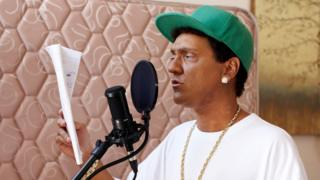 Chris Lilley playing rapper S Mouse