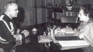 इंदिरा गांधी के साथ एडमिरल एसएम नंदा