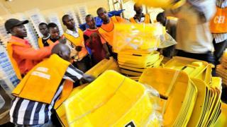 Préparation du matériel électoral lors des élections de décembre dernier. (Illustration)