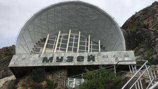 """""""Сулайман-Тоо"""" улуттук тарыхый-археологиялык музей комплексинде отуз үч миңден ашык экспонаттар сакталган"""