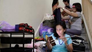 စင်ကာပူနိုင်ငံက အိမ်အကူ လုပ်တဲ့ ဖိလစ်ပိုင် အမျိုးသမီး