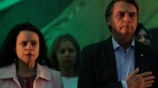 Janaína Paschoal ao lado de Jair Bolsonaro em convenção partidária no Rio