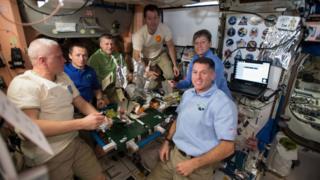 Astronautas na expedição 50, uma expedição humana de longa duração na Estação Espacial Internacional