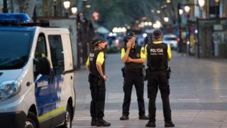 полицейские на бульваре Рамбла