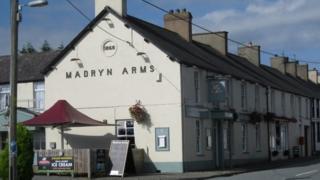Madryn Arms, Chwilog