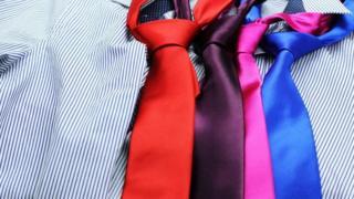 رابطات عنق بالوان مختلفة