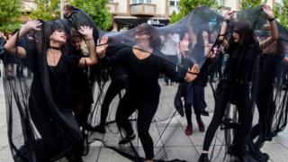 خواتین کو ہراساں کیے جانے کے خلاف گزشتہ برس کوسووو میں ہونے والا ایک سٹریٹ شو
