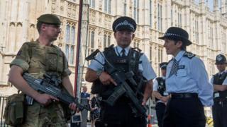 سربازان بریتانیایی به همراه پلیس در مرکز لندن مستقر شدهاند