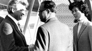 中共总书记赵紫阳1983年到澳大利亚访问,霍克在机场迎接。