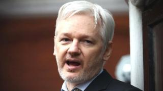 M. Assange était sous le coup d'un mandat d'arrêt européen qu'il tentait depuis 2010 de faire annuler.