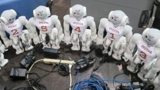 Футбольна команда роботів використовує штучний інтелект для того, щоб діяти, як команда, та швидко ухвалювати рішення на полі