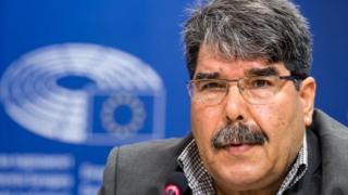 PYD lideri Salih Müslim Avropa Parlamentində jurnalistlər qarşısında çıxıs edir. Şəkil: sentyabr 2016