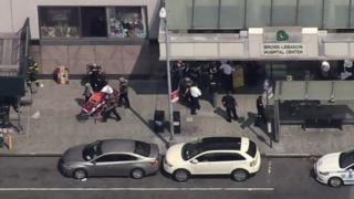 ตำรวจนครนิวยอร์กแจ้งให้ประชาชนหลีกเลี่ยงการเดินทางเข้าใกล้โรงพยาบาลที่เกิดเหตุ