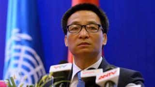 Phó Thủ Tướng Vũ Đức Đam ra yêu cầu rút giấy phép kinh doanh các cơ sở nâng giá bán khẩu trang trong mùa dịch virus corona