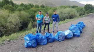 Mongolians collect rubbish for online challenge