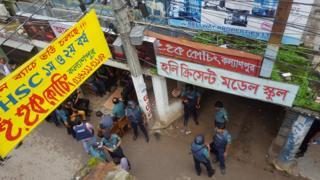 警察は過激派組織のメンバー数十人がいまだに潜伏しているとみている(26日、ダッカ市内で)