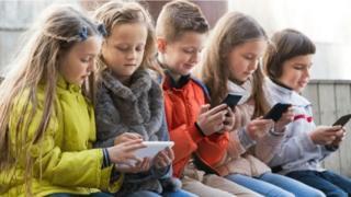 Діти і смартфони