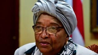 """La présidente du Liberia, Ellen Johnson Sirleaf, a démenti lundi les accusations """"d'ingérence"""" dans le processus électoral lancées à son égard par son propre vice-président, Joseph Boakai."""