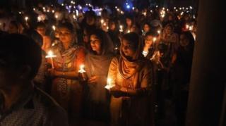Пакистанские христиане собрались на ночную пасхальную литургию в церкви Святейшего Сердца Иисуса в Лахоре.