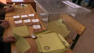 صندوق اقتراع في استفتاء تركيا