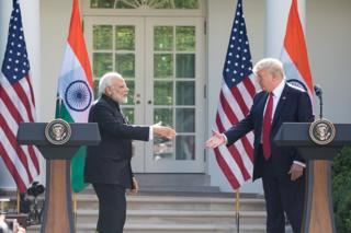 அமெரிக்காவுக்கு இந்தியா பதிலடி - இறக்குமதி பொருட்களுக்கு வரியை உயர்த்தியது