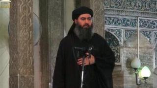 ابوبکر بغدادی سال ۲۰۱۴ در مسجدی در موصل در انظار ظاهر شد