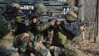 Indian army soldiers take position near the site of gunfight (12 February 2017)