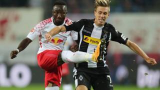 En voulant jouer le ballon, Keita a levé le pied au niveau du visage de Christoph Kramer.