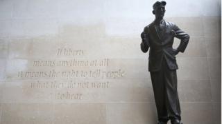 乔治奥威尔铜像