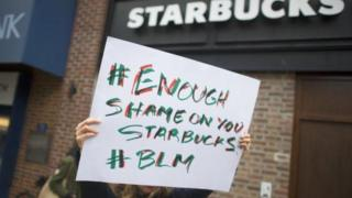 Poster protes terhadap Starbucks di Amerika.