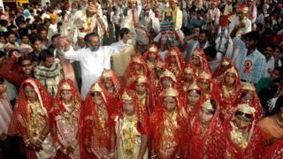 Масовое бракосочетание в Индии