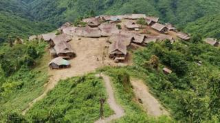 ရွာလုံးကျွတ်နီးပါး ဖျားနာရောဂါဖြစ်ပွားနေဆဲ လမ်းပန်းကျေးရွာ