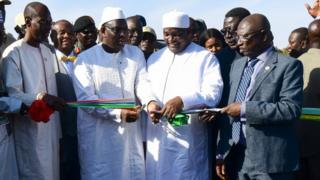 Presidents cutting the ribbon