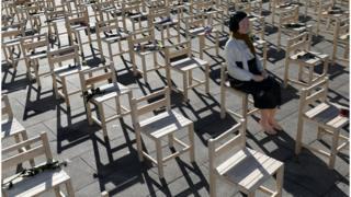 27일 서울 종로구 광화문광장에서 진행된 '위안부' 문제 해결 촉구 퍼포먼스