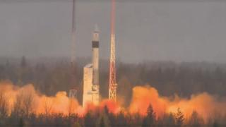 Ракета-носитель взлетает с космодрома Плесецк.
