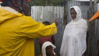 Haiti rəsmiləri insanları evlərini tərk etməyə inandırmağa çalışırlar