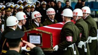 """В Турции хоронят военных, участвовавших в операции """"Оливковая ветвь"""" на севере Сирии"""