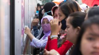 Penumpang KRL di Jakarta
