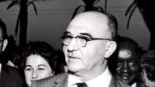 لیوی ایشکول