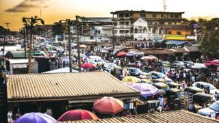 Лагос - довольно оживленный город, кому-то он с непривычки может показаться даже слишком бурлящим