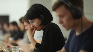 تمييز خفي ضد المرأة في بيئة العمل