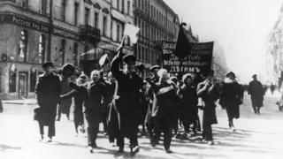 школьники на демонстрации в Петербурге