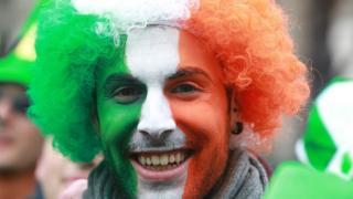 Наприклад, можна фарбуватися у кольори прапора Ірландії